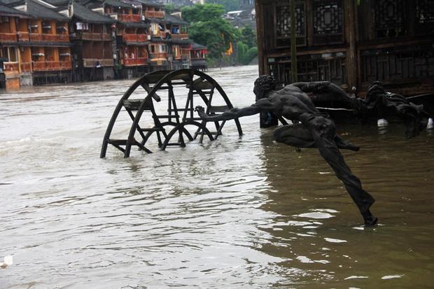 Loạt ảnh Trung Quốc năm 2020: Khủng hoảng và đau thương vì COVID-19, các di tích hàng trăm năm tuổi lần lượt bị nuốt chửng khi mẹ thiên nhiên nổi giận - Ảnh 30.