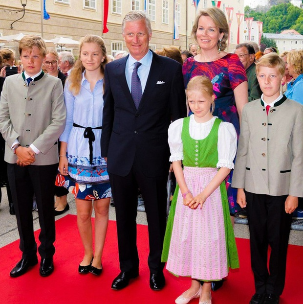 Gia đình hoàng gia trên thế giới tung ảnh thiệp Giáng sinh, nhà Công nương Kate lần đầu lép vế trước vẻ đẹp hoàn mỹ của Hoàng gia Bỉ - Ảnh 4.