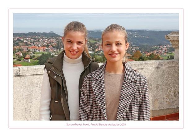 Gia đình hoàng gia trên thế giới tung ảnh thiệp Giáng sinh, nhà Công nương Kate lần đầu lép vế trước vẻ đẹp hoàn mỹ của Hoàng gia Bỉ - Ảnh 8.