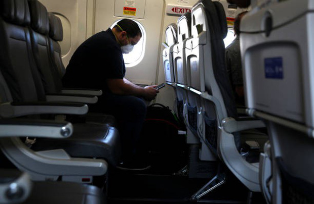Mỹ: Một ca tử vong trên máy bay nghi do mắc COVID-19 - Ảnh 1.
