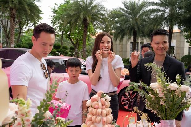 Hà Hồ gây choáng khi tậu liền 1 lúc 4 chiếc xe hơi xịn, không quên để lại lời nhắn nhủ khiến netizen gật gù - Ảnh 4.