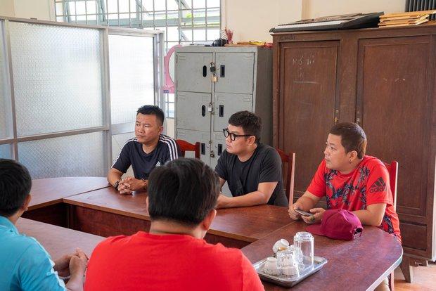 Ekip bắt đầu thực hiện di nguyện của cố NS Chí Tài: Không chỉ cứu trợ miền Trung mà còn có chuyến từ thiện thường niên - Ảnh 2.