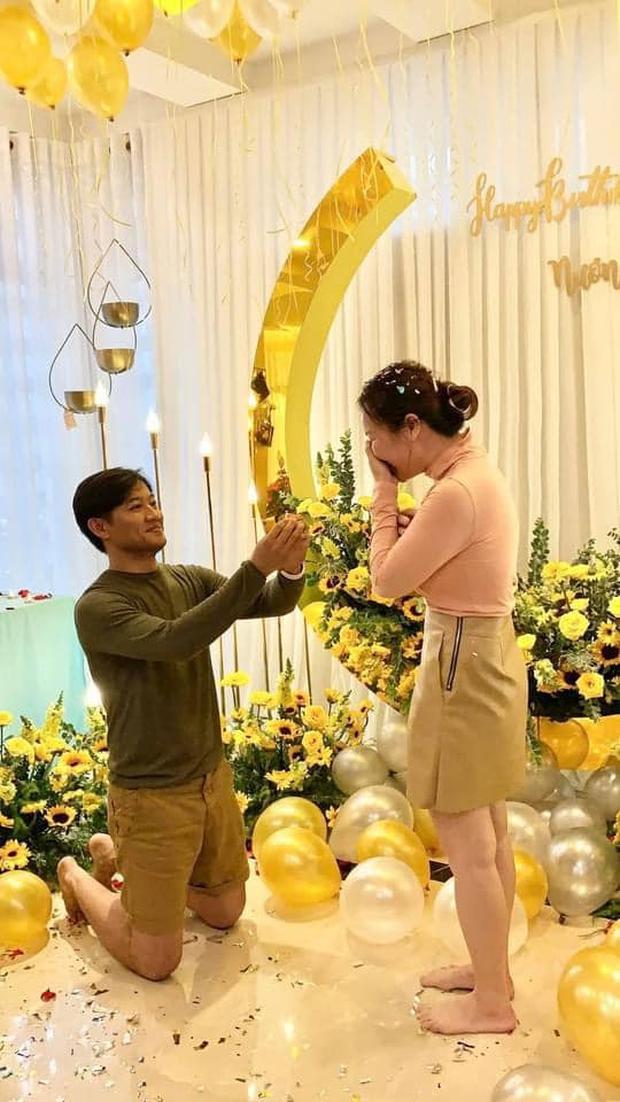 Quý Bình lần đầu hé lộ khoảnh khắc cầu hôn bà xã doanh nhân, không cần nến và hoa nhưng nàng vẫn vỡ oà hạnh phúc! - Ảnh 2.