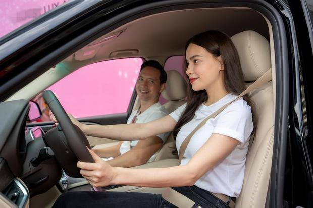 Hà Hồ gây choáng khi tậu liền 1 lúc 4 chiếc xe hơi xịn, không quên để lại lời nhắn nhủ khiến netizen gật gù - Ảnh 3.