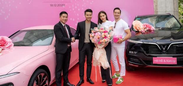 Hà Hồ gây choáng khi tậu liền 1 lúc 4 chiếc xe hơi xịn, không quên để lại lời nhắn nhủ khiến netizen gật gù - Ảnh 2.