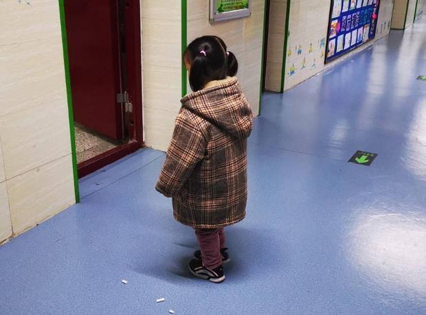 Giáo viên yêu cầu phụ huynh ngồi ghế con mình hay ngồi trên lớp, cảnh tượng sau đó khiến người bố chết lặng, bật khóc xấu hổ - Ảnh 3.