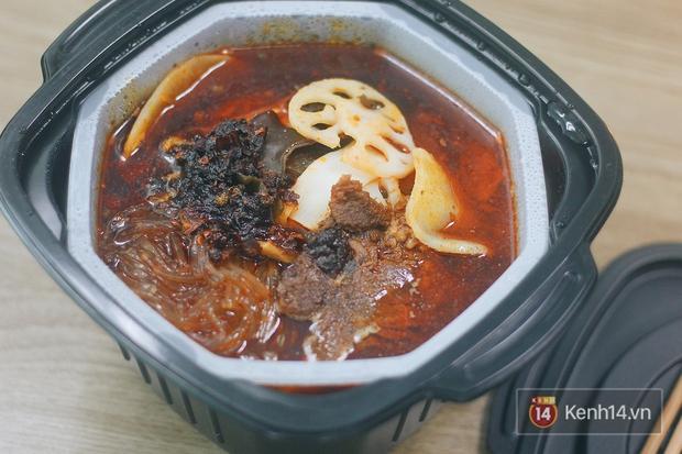 Tra tấn đêm khuya: Trời lạnh lười ra đường mà thèm ăn Haidilao thì có luôn nồi lẩu tự sôi này! - Ảnh 5.