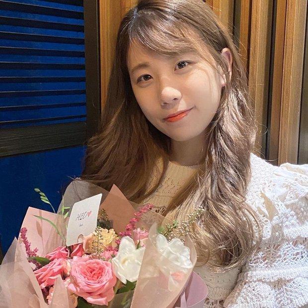 Siêu xạ thủ Bang để lộ hình đôi trên ốp điện thoại, cộng đồng mạng dễ dàng điểm mặt chỉ tên nữ MC xinh đẹp xứ Hàn - Ảnh 5.