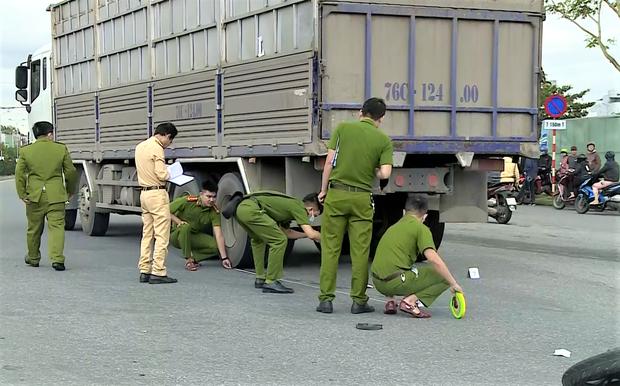 Người phụ nữ chạy xe máy SH chết thảm dưới bánh ô tô tải - Ảnh 6.