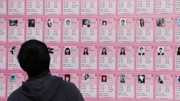 Thôn ế vợ Trung Quốc: Con gái giống như nữ hoàng, mỗi ngày xem mắt hơn 30 người đàn ông vẫn chẳng ưng một ai - Ảnh 1.