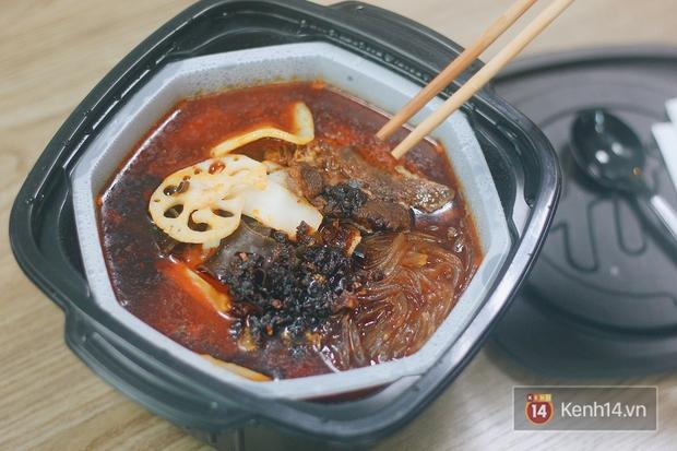 Tra tấn đêm khuya: Trời lạnh lười ra đường mà thèm ăn Haidilao thì có luôn nồi lẩu tự sôi này! - Ảnh 6.