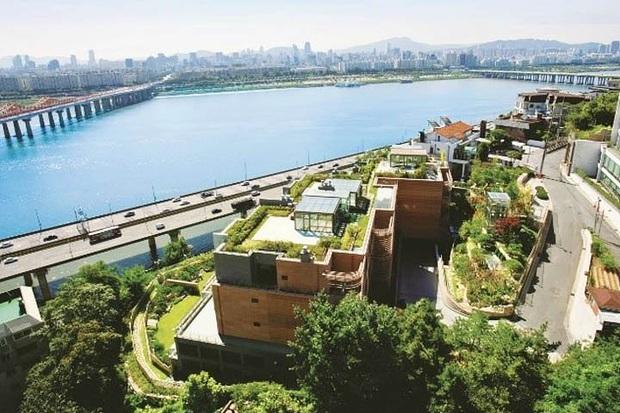 Dispatch khui độ giàu của Nàng Dae Jang Geum Lee Young Ae: Đưa các con về quê sống, nhưng... ở biệt thự 40 tỷ đồng - Ảnh 4.