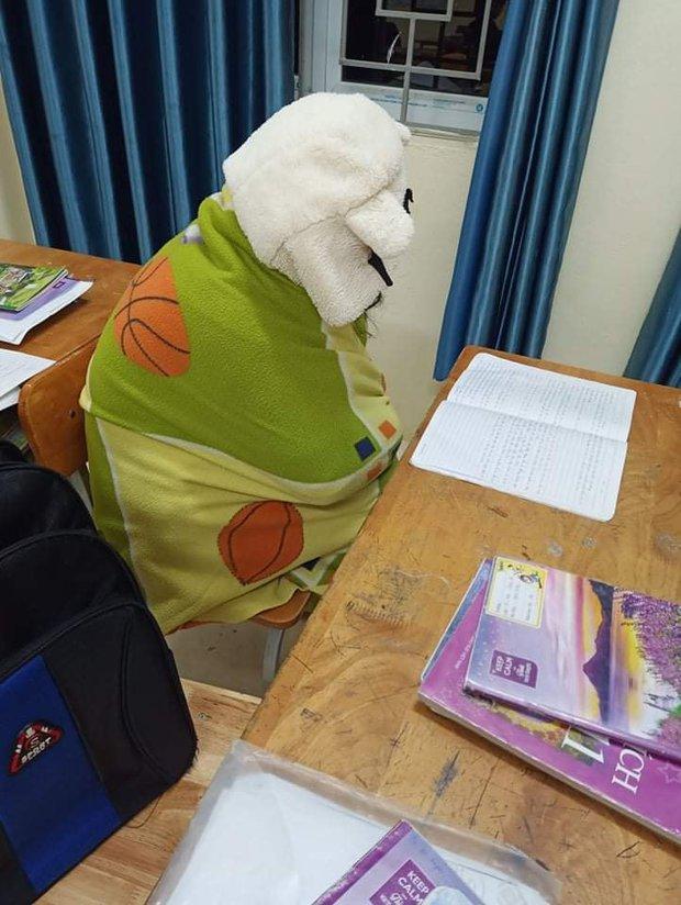 Mùa đông lạnh thấu xương nhưng phải thi học kỳ và 1001 cách giữ ấm bá đạo chỉ có học sinh mới nghĩ ra! - Ảnh 6.