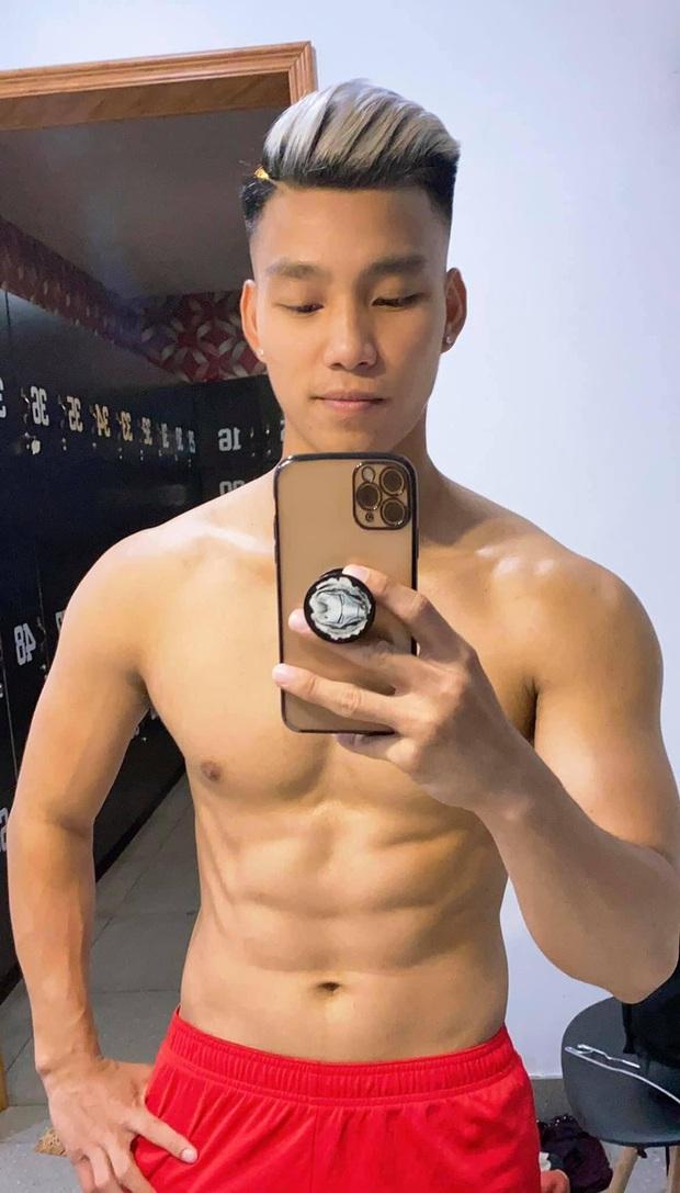 Văn Thanh khoe body 8 múi đẹp như tạc tượng, hội tuyển thủ cũng phải trầm trồ - Ảnh 1.