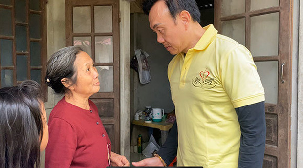 Ekip bắt đầu thực hiện di nguyện của cố NS Chí Tài: Không chỉ cứu trợ miền Trung mà còn có chuyến từ thiện thường niên - Ảnh 4.