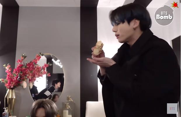 Nếu muốn tặng donut lấy lòng Jungkook (BTS) thì chớ có chọn vị này kẻo bạn sẽ bị xa lánh ngay tắp lự - Ảnh 4.