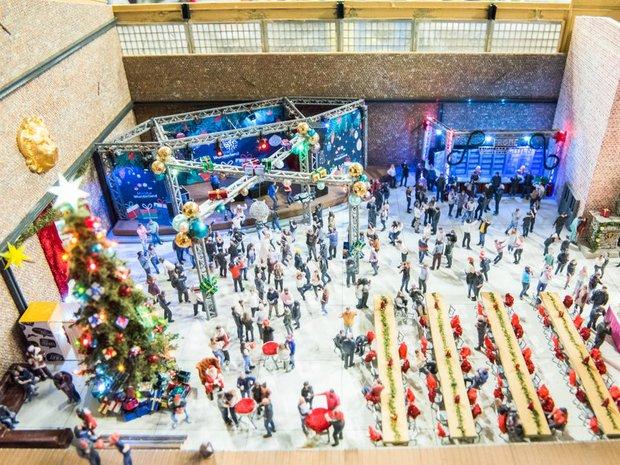 Khi mùa Noel vẫn trùng mùa dịch Covid-19: Nhìn ảnh để thấy thế giới thực sự đang đón một Giáng sinh kỳ lạ nhất từ trước đến nay - Ảnh 17.