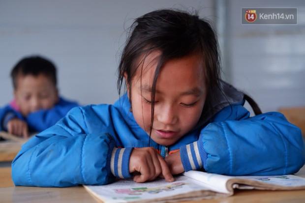 """Trẻ em nơi miền Trung xa xôi: Thiếu sách như """"nghèo"""" cả ước mơ - Ảnh 2."""