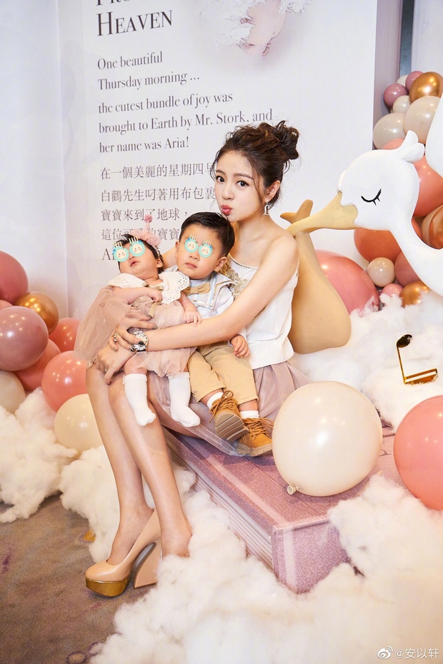 Đệ nhất thiên kim xứ Đài An Dĩ Hiên tổ chức tiệc hoành tráng cho con gái 2 tháng tuổi, khách mời nhận quà cả tỷ đồng - Ảnh 2.