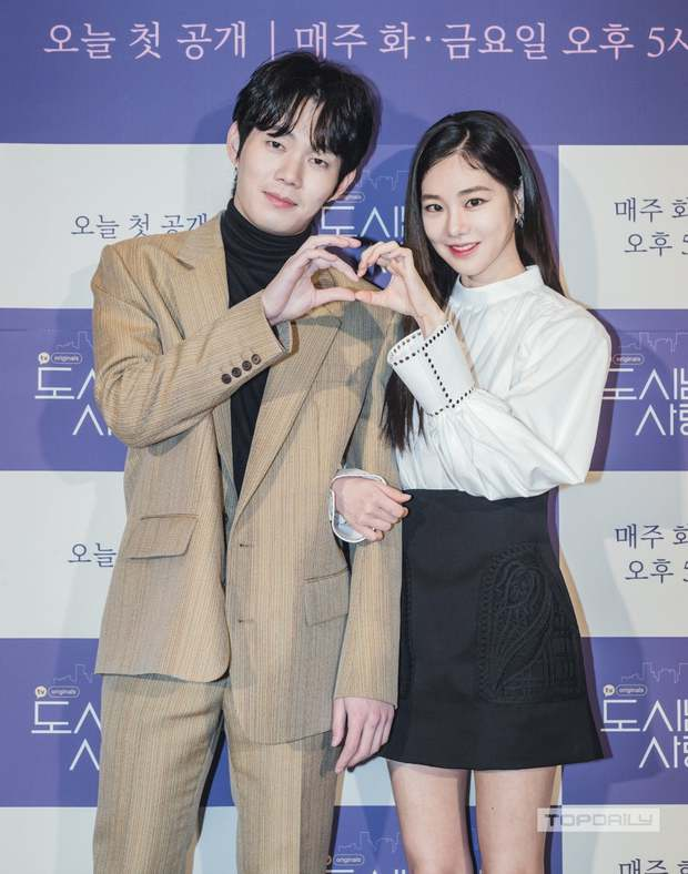 Sự kiện cực hot: Cặp đôi cực phẩm Ji Chang Wook - Kim Ji Won bùng nổ nhan sắc, 2 diễn viên Hậu Duệ Mặt Trời hội ngộ - Ảnh 11.