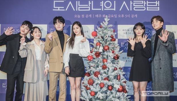 Sự kiện cực hot: Cặp đôi cực phẩm Ji Chang Wook - Kim Ji Won bùng nổ nhan sắc, 2 diễn viên Hậu Duệ Mặt Trời hội ngộ - Ảnh 16.