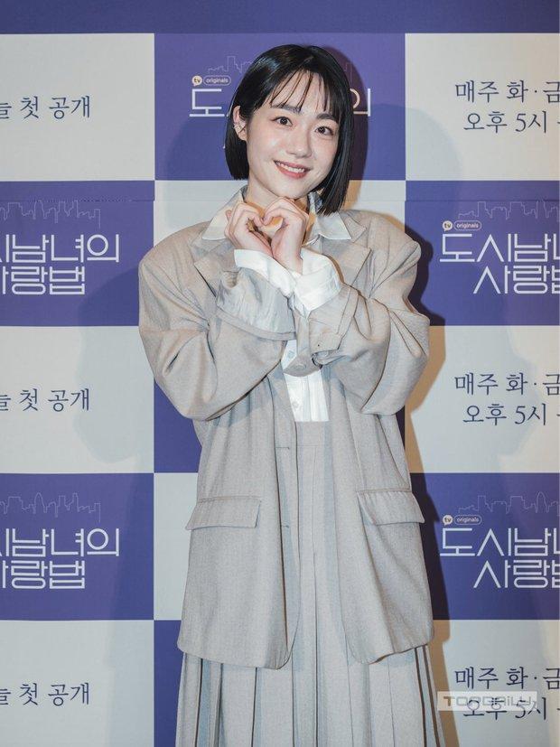 Sự kiện cực hot: Cặp đôi cực phẩm Ji Chang Wook - Kim Ji Won bùng nổ nhan sắc, 2 diễn viên Hậu Duệ Mặt Trời hội ngộ - Ảnh 12.