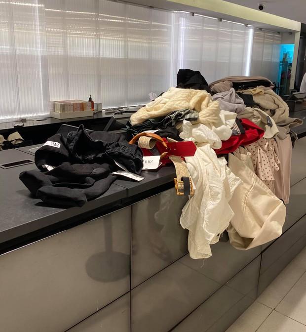 Chơi lớn như Lý Nhã Kỳ: Vào Zara shopping 4 tiếng, mua đồ không cần thử, netizen người đồng tình, người kêu phí - Ảnh 2.