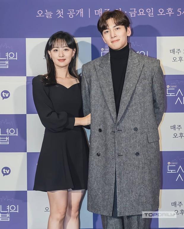 Sự kiện cực hot: Cặp đôi cực phẩm Ji Chang Wook - Kim Ji Won bùng nổ nhan sắc, 2 diễn viên Hậu Duệ Mặt Trời hội ngộ - Ảnh 7.