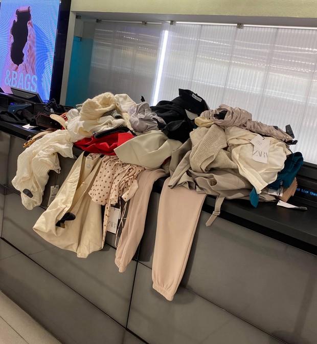 Chơi lớn như Lý Nhã Kỳ: Vào Zara shopping 4 tiếng, mua đồ không cần thử, netizen người đồng tình, người kêu phí - Ảnh 3.