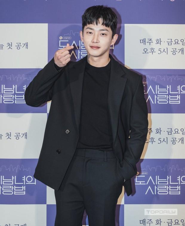Sự kiện cực hot: Cặp đôi cực phẩm Ji Chang Wook - Kim Ji Won bùng nổ nhan sắc, 2 diễn viên Hậu Duệ Mặt Trời hội ngộ - Ảnh 13.