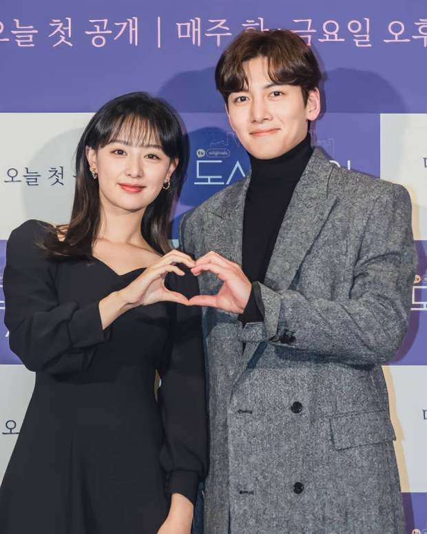 Sự kiện cực hot: Cặp đôi cực phẩm Ji Chang Wook - Kim Ji Won bùng nổ nhan sắc, 2 diễn viên Hậu Duệ Mặt Trời hội ngộ - Ảnh 6.