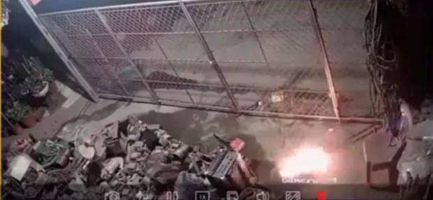 Hưng Yên: Bị hàng xóm tưới xăng đốt nhà trong đêm, người phụ nữ mang thai cùng chồng con may mắn thoát kịp ra ngoài - Ảnh 3.