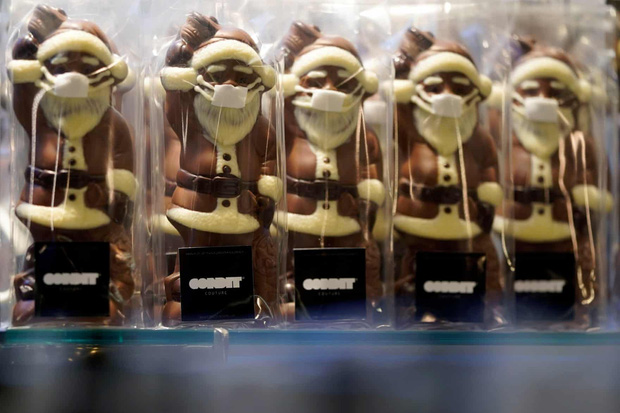 Khi mùa Noel vẫn trùng mùa dịch Covid-19: Nhìn ảnh để thấy thế giới thực sự đang đón một Giáng sinh kỳ lạ nhất từ trước đến nay - Ảnh 12.