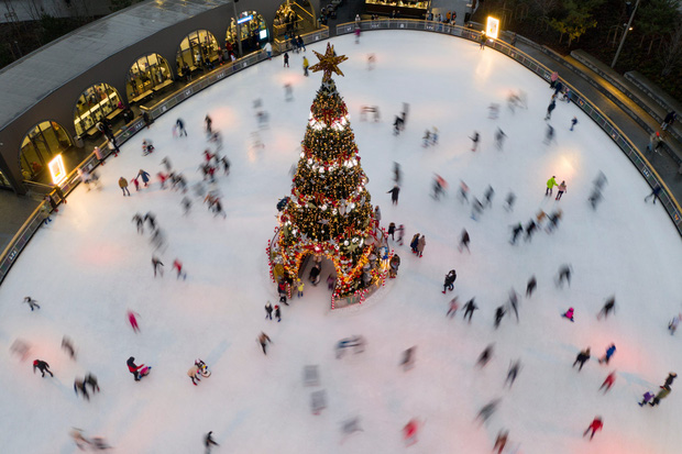 Khi mùa Noel vẫn trùng mùa dịch Covid-19: Nhìn ảnh để thấy thế giới thực sự đang đón một Giáng sinh kỳ lạ nhất từ trước đến nay - Ảnh 16.