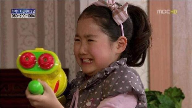 """Sao nhí xấc láo nhất Gia Đình Là Số 1 lột xác thành """"rich kid"""" Penthouse Jin Ji Hee: Đã dậy thì ngoạn mục còn có thành tích khủng ở trường danh giá - Ảnh 2."""