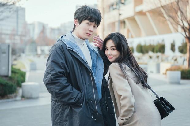 Lovestruck In The City tung ảnh ngọt cấp đường, Ji Chang Wook - Kim Ji Won thực sự có tướng phu thê đó! - Ảnh 3.