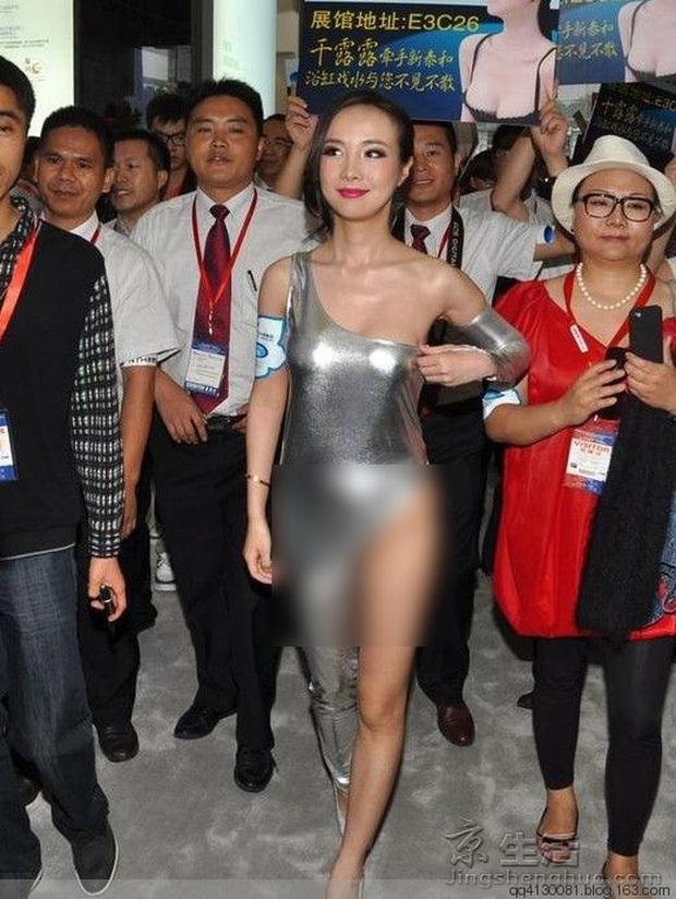 3 hiện tượng ngực khủng gây sốc nhất showbiz châu Á sau 1 thập kỷ: Thuỷ Top thành CEO, Clara lấy đại gia, bất ngờ nhất là Can Lộ Lộ - Ảnh 15.