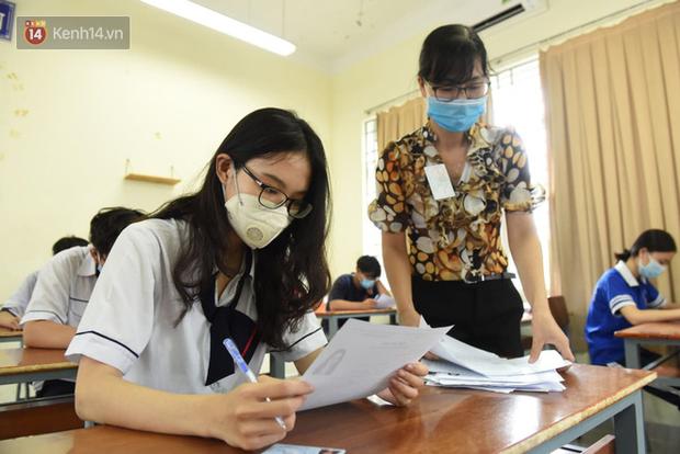 10 năm và 5 thay đổi lớn của giáo dục Việt Nam: Sổ liên lạc đi vào dĩ vãng, không còn cảnh cha mẹ đưa con lên thành phố thi Đại học - Ảnh 5.