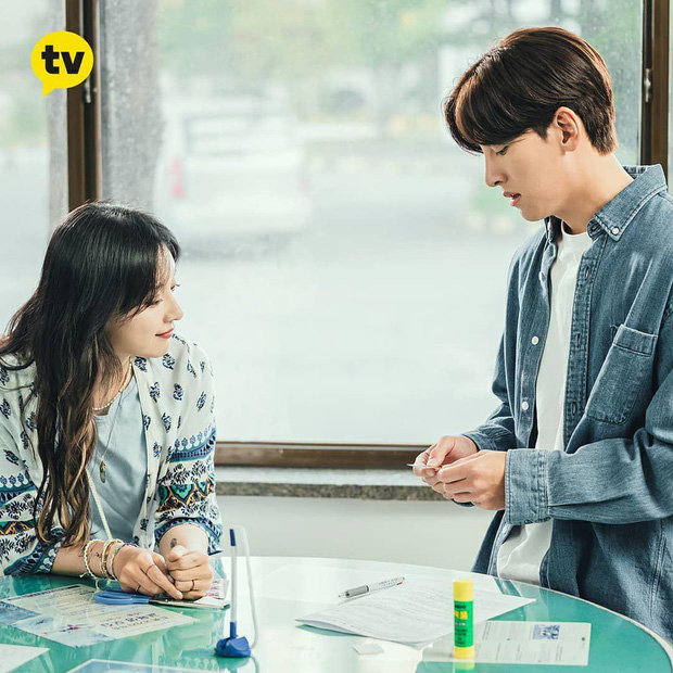 Ji Chang Wook - Kim Ji Won phát đường suốt tập 1 Lovestruck In The City, xem mà ghen giùm Park Seo Joon - Ảnh 7.