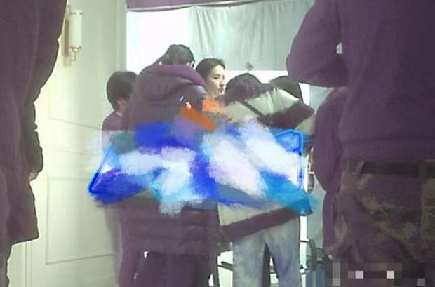 Rộ hình ảnh Lưu Diệc Phi phát hoả, bắt ekip chờ nguôi giận 1 tiếng đồng hồ mới được chụp tiếp - Ảnh 5.