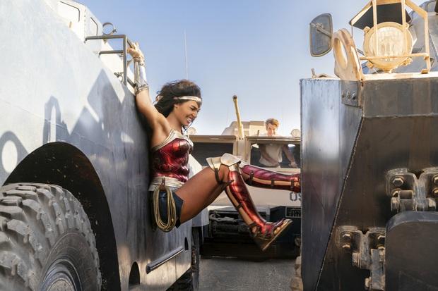 Wonder Woman 1984: Ngỡ tưởng bom tấn siêu anh hùng, nhưng cũng chỉ ở tầm phim giải trí Giáng Sinh - Ảnh 8.