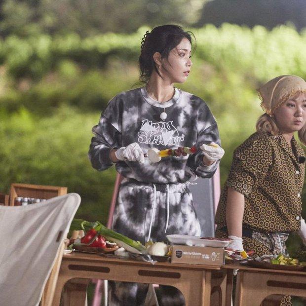 Các idol Kpop dạo này đang mê diện set đồ này lắm, còn chần chừ gì mà không xem ngay để bắt trend liền - Ảnh 7.