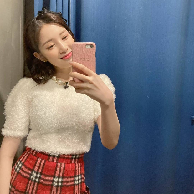 Các idol Kpop dạo này đang mê diện set đồ này lắm, còn chần chừ gì mà không xem ngay để bắt trend liền - Ảnh 8.