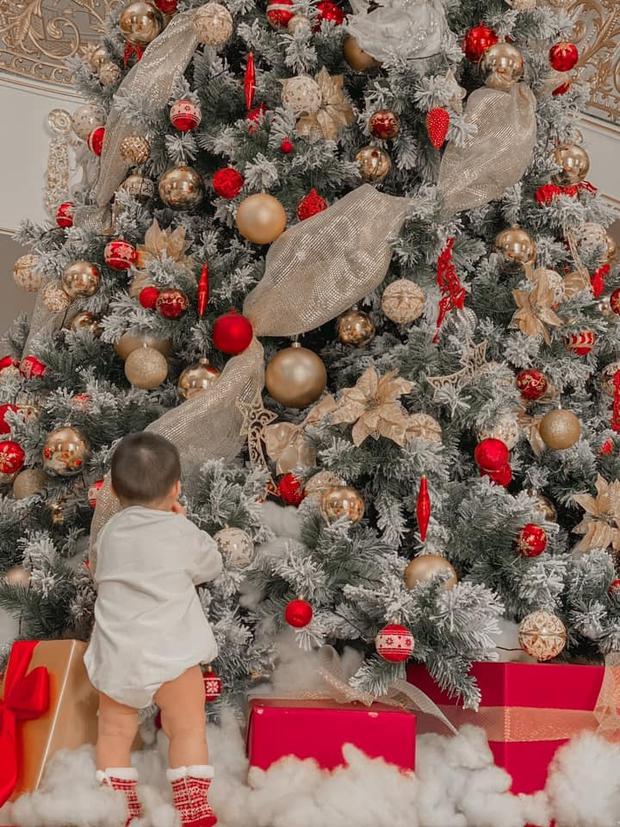 Sao Vbiz đón Noel: Dinh thự nhà Cường Đô La - Lan Khuê lên đồ hoành tráng, Hà Tăng mở tiệc sang, Hoàng Oanh vỡ oà ở Singapore - Ảnh 4.