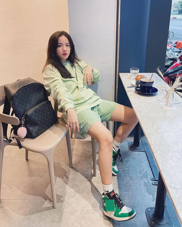 Instagram look của sao Việt: Chi Pu, Mẫn Tiên lên đồ ấm áp vẫn không bằng Hà Tăng quẩy outfit cho ngày đại hàn - Ảnh 10.