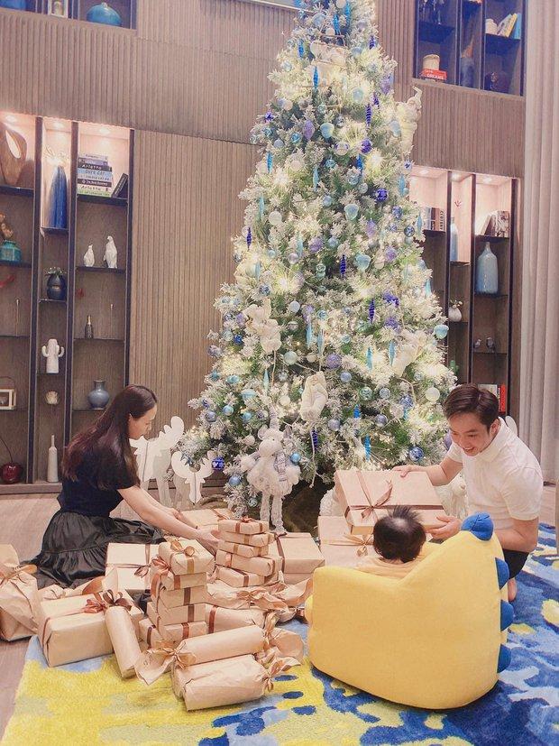 Sao Vbiz đón Noel: Dinh thự nhà Cường Đô La - Lan Khuê lên đồ hoành tráng, Hà Tăng mở tiệc sang, Hoàng Oanh vỡ oà ở Singapore - Ảnh 2.