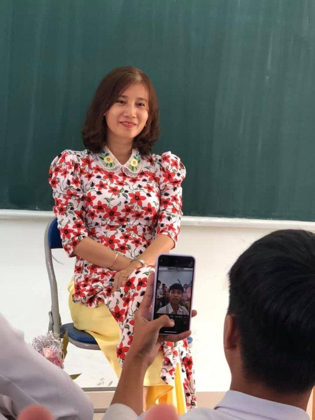 Cả lớp nháo nhào xin chụp ảnh khi thấy giáo viên có kiểu tóc mới, nhưng nhìn thành quả ai cũng giận tím người - Ảnh 1.