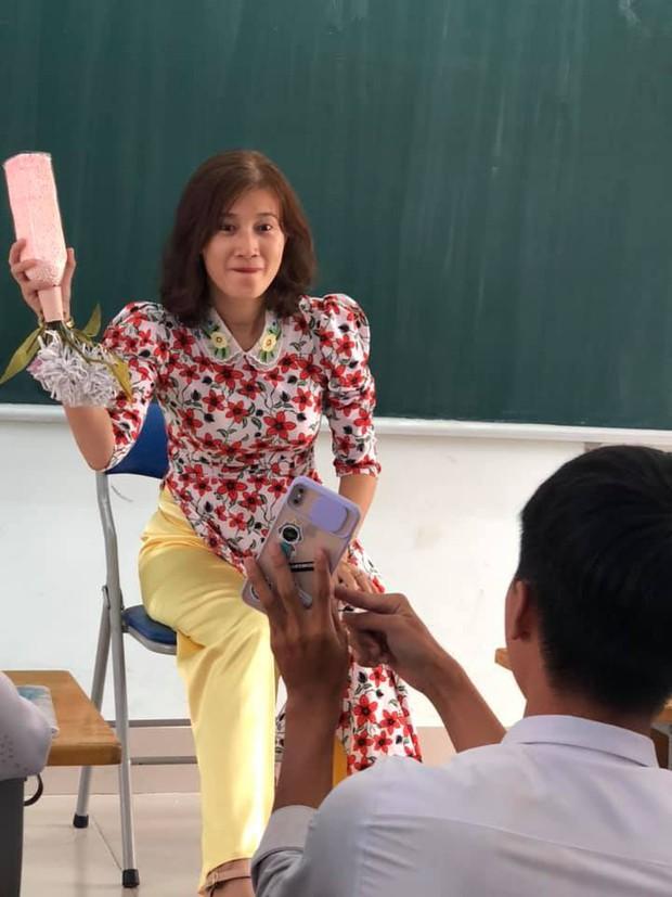 Cả lớp nháo nhào xin chụp ảnh khi thấy giáo viên có kiểu tóc mới, nhưng nhìn thành quả ai cũng giận tím người - Ảnh 2.