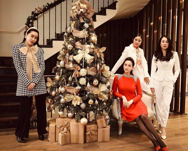 Sao Vbiz đón Noel: Dinh thự nhà Cường Đô La - Lan Khuê lên đồ hoành tráng, Hà Tăng mở tiệc sang, Hoàng Oanh vỡ oà ở Singapore - Ảnh 13.
