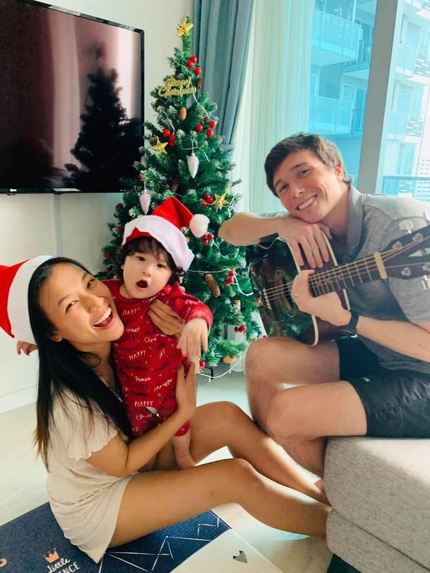 Sao Vbiz đón Noel: Dinh thự nhà Cường Đô La - Lan Khuê lên đồ hoành tráng, Hà Tăng mở tiệc sang, Hoàng Oanh vỡ oà ở Singapore - Ảnh 8.